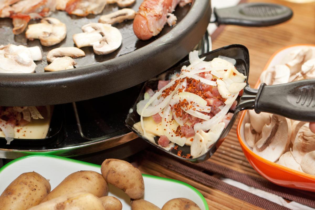 GV mit Raclette essen
